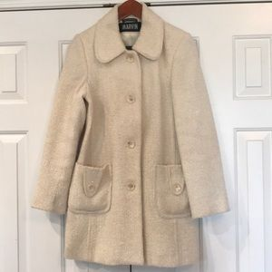 Bucle' cream color coat.